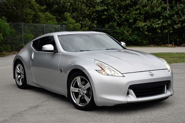 Nissan 370 z / The Guy Blog